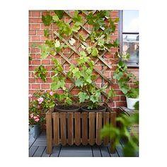 IKEA - ASKHOLMEN, Plantenbak, De plank kan op de bodem van of bovenin de plantenbak worden geplaatst, afhankelijk van hoe je je bloempotten wilt neerzetten.Voor extra slijtvastheid, en om de natuurlijke uitstraling van het hout te kunnen zien, is het meubel voorbehandeld met een laag halftransparante houtlazuur.