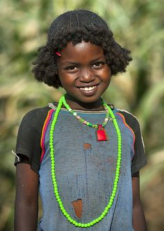 Beautiful Darashe Tribe girl with traditional hairstyle, Omo Valley, Ethiopia by Eric Lafforgue Beautiful Smile, Beautiful Children, Black Is Beautiful, Beautiful World, Beautiful People, We Are The World, People Around The World, Eric Lafforgue, Traditional Hairstyle