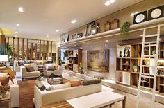Espaço decorado por #quitetefaria para Mostra de Decoração da loja Design da Villa em Alphaville. Living/sala com decoração neutra usando toques de cores mais fortes.