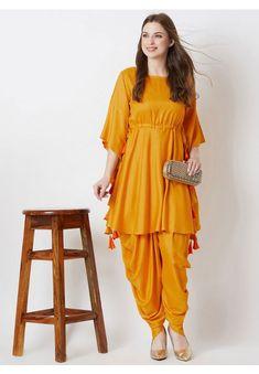 Beautiful Pakistani Dresses, Pakistani Dresses Casual, Indian Fashion Dresses, Pakistani Dress Design, Indian Designer Outfits, Girls Fashion Clothes, Pakistani Frocks, Pakistani Bridal, Casual Dresses