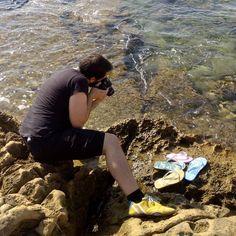 Sesión de fotos en la playa para el nuevo catálogo #chanclas #novedades #Elche #calzadomadeinspain