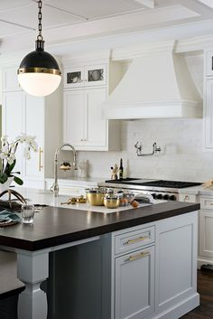 Reinvented Classic Kitchen Design - Home Bunch Interior Design Ideas