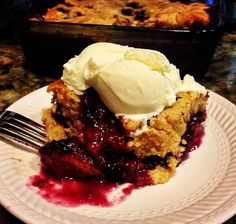 Blueberry pudding cake à la mode