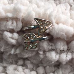 F21 Arrow Ring Sparkly arrow ring that wraps around your finger Forever 21 Jewelry Rings