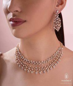 Wedding Jewellery Designs, Wedding Jewelry Sets, Bridal Jewelry, Diamond Necklace Simple, Delicate Gold Necklace, Gold Choker, Indian Jewelry Sets, Indian Gold Jewellery, Indian Earrings