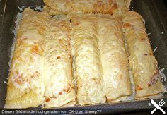 Gefüllte Pfannkuchen mit Hackfleisch Stuffed pancakes with minced meat, a nice recipe in the category of pastries. Waffle Recipes, Meat Recipes, Cooking Recipes, Minced Meat Recipe, Best Pancake Recipe, Maila, Carne Picada, Pancakes And Waffles, Vegetable Drinks