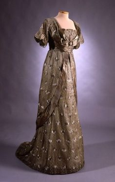 Ballroom gown, 1912, sewn by Ellen Helin of Helsinki, worn by Signe Maria Lindh at the centennial of the Finnish Cadet Corps.