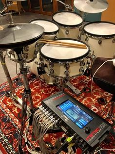 Drums Studio, Diy Drums, Home Music Rooms, Acoustic Drum, Drum Room, Drum Sets, Arduino Projects, Percussion, Guitar