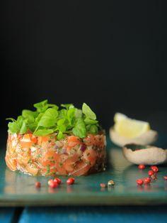 Tartar de salmão, receita simples, fácil e rápida de fazer. É refrescante, agrada a muitos e pode servir como entrada ou prato principal. Delicioso!