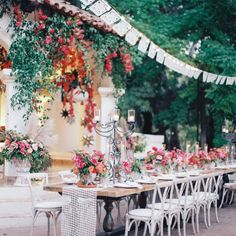 This Spanish-inspired reception is the best cure for the blues.