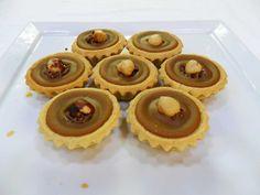 Ταρτάκια καραμέλα σοκολάτα Muffin, Breakfast, Desserts, Food, Morning Coffee, Deserts, Dessert, Meals, Muffins
