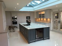 70 Awesome Roof Lantern Extension Ideas – The Urban Interior Kitchen Island Hob, Shaker Kitchen, New Kitchen, Kitchen With Big Island, Kitchen Black, Kitchen Ideas, Tom Howley Kitchens, Kitchen Diner Extension, Kitchen Extension Roof Lantern