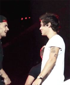 liam and harry run into each other and harry laughs like it's the funniest thing in the world (gif) One Direction Images, One Direction Quotes, 1d Imagines, Harry Styles Imagines, World Gif, Sherlock Doctor Who, Mr Style, Harry Edward Styles, Liam Payne