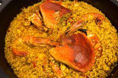 Sabor intenso, arroz caldoso de Buey de Mar ... Paella Valenciana, Pasta, Spanish Food, Risotto, Shrimp, Rice, Meat, Vegetables, Ethnic Recipes