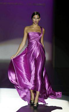 Madrid Primavera Verano 2013 Hannibal Laguna pinned with - www. Purple Fashion, Cute Fashion, Mode Glamour, Satin Dresses, Dresses 2013, Purple Dress, Beautiful Gowns, Dress Me Up, Pretty Dresses
