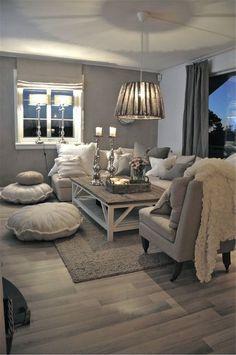 Спокойный сдержанный интерьер гостиной в сером цвете.