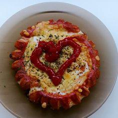 Paróweczki z jajkiem sadzonym i serem - pyszne śniadanie