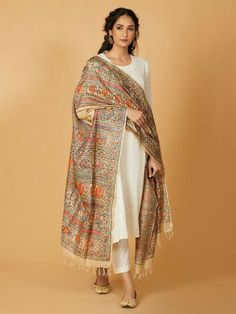 Indian Fashion Dresses, Dress Indian Style, Indian Designer Outfits, Pakistani Dresses, Indian Outfits, Indian Gowns, Pakistani Suits, Indian Clothes, Emo Outfits