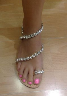 Handmade leather sandal decorated with Rhinestone by GoGosJouls