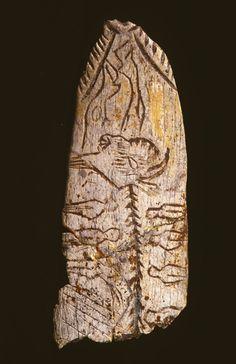 la pendeloque au bison, œuvre magdalénienne remarquable datant de -15 000 ans trouvée dans l'abri de Raymonden à Chancelade, près de Périgueux .