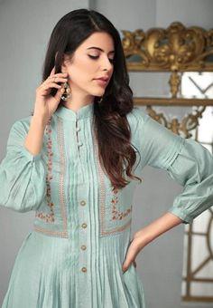 Pakistani Fashion Casual, Pakistani Dresses Casual, Pakistani Dress Design, Kurti Designs Pakistani, Simple Kurti Designs, Kurta Designs Women, Sleeves Designs For Dresses, Dress Neck Designs, Sleeve Designs