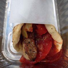 Souvlaki de Kosta, à Athènes Grèce. Une explosion de saveurs pour 2.5€ #greece #athens