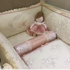 Kit berço da Marina! #kitberco #kitberço #enxovaldebebe #enxovaldobebe #enxovalpersonalizado #protetordeberco #protetoresdeberco #sipetit #babyboy #babygirl #babyroom #gravida #kitcama #maternidade #mamae #kitdeberco #kitdeberço #kitbercopersonalizado #kitberçopersonalizado #enxovaldemenino #enxovaldemenina #enxovaispersonalizados #enxovalpersonalizadoparaberço #enxovaldebebê #enxovalmoderno #enxovalclassico #enxovalprovencal #lojadebebe