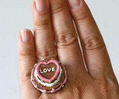 Love cake ring