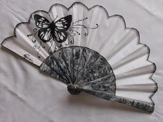 Maricarmen Matías: Mariposa negra Stained Glass Mirror, Chinese Fans, Fan Decoration, Vintage Fans, Cute Aprons, Paper Fans, Diy Crafts For Gifts, Fabric Dolls, Asian Art