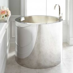 Buy the Signature Hardware 271350 Stainless Steel Direct. Shop for the Signature Hardware 271350 Stainless Steel Simone Stainless Steel Japanese Soaking Tub with Brushed Interior and save. Small Soaking Tub, Japanese Soaking Tubs, Small Bathtub, Japanese Bathtub, El Canton, Acrylic Tub, Tiny Bath, Small Bathroom Storage, Small Bathrooms