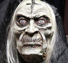 Creating a witch Halloween Artwork, Halloween Looks, Creepy Halloween, Vintage Halloween, Halloween Witches, Diy Halloween Decorations, Halloween Crafts, Halloween 2017, Witch Wand
