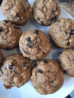 Raise your hand if you love to bake! Well I certainly do and with the weekend ahead of us, I have decided to share some of my favourite muffin recipes with you. Healthy Treats, Healthy Baking, Healthy Desserts, Healthy Food, Healthy Recipes, Banana Protein Muffins, Chocolate Chip Muffins, Ww Recipes, Muffin Recipes