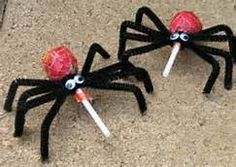 spider pops for Halloween.cute idea for the kids to bring to school for Halloween candy exchange! Humour Halloween, Theme Halloween, Holidays Halloween, Happy Halloween, Halloween Decorations, Halloween Spider, Scary Halloween, Halloween Favors, Halloween 2013