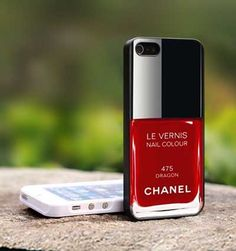 Vesti il tuo #iPhone con gli #smalti #nails #hitech #fashion - http://www.tentazionecultura.it/vesti-il-iphone-gli-smalti/