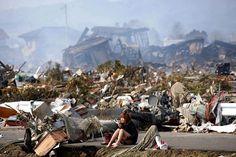 fotos poderosas - Terremoto e tsunami que se seguiu, em Natori, norte do Japão Fukushima, Japan Earthquake, Earthquake And Tsunami, Earthquake Damage, World Press Photo, World Photo, Image Emotion, Photo Choc, Exposition Photo