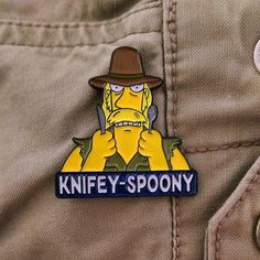 #Repost @why.you.little  Knifey-Spoony pins are halfway gone! Before you go on walkabout down under make sure you're properly outfitted for the outback.  You never know when some iffy bloke might approach you in a bodgy pub and challenge you with various pieces of cutlery. . Link to our store in is our bio. Remember worldwide shipping is only $3.50 USD. . #pingame #patchgame #enamelpin #hatpin #lapelpin #pinstagram #pinsofinstagram #pincollector #bootleg #knifeyspoony #thesimpsons #simpsons…