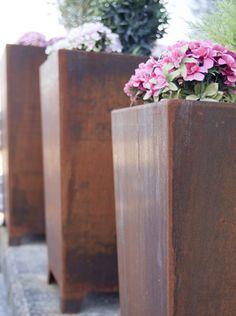Plantenbak Cortenstaal - Benito Urban | #flowerplanter #streetfurniture #straatmeubilair