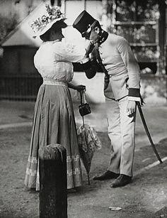 Leutnant und Nähmamsell im Wiener Prater  Photo: Emil Mayer (1871 - 1938) Austria - Vienna, circa 1912
