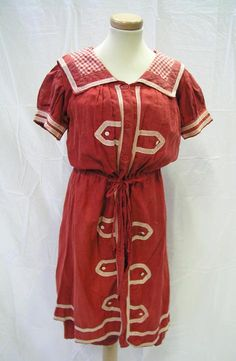 Vintage Fashion: Red and white Edwardian bathing costume. Circa Photo Credit: Tunbridge Wells Museum and Art Gallery Dress Collection Vintage Bathing Suits, Vintage Swimsuits, Jeanne Lanvin, Historical Costume, Historical Clothing, Edwardian Fashion, Vintage Fashion, Edwardian Era, Bathing Costumes