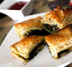 Spinach Mushroom & Cheese Puff Pastry is made by stuffing the puff pastry with sautéed spinach-mushroom filling and cheese. It is an oven baked recipe. Spinach Puff Pastry, Cheese Pastry, Cheese Puffs, Puff Pastry Recipes, Veg Recipes, Ground Beef Recipes, Whole Food Recipes, Cooking Recipes, Homemade Tacos