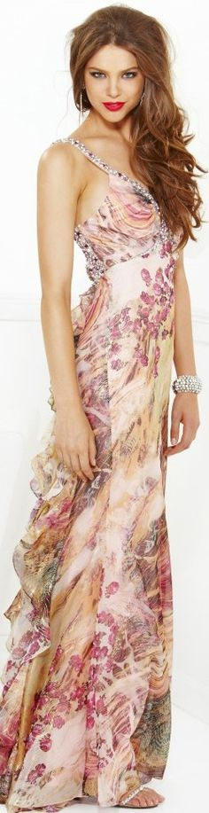 Beautiful and elegant summer dress with a floral print! #fashion #dress #summer