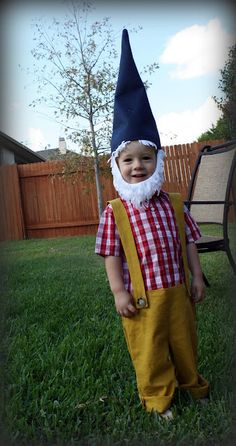 DIY Tutorial Gnome Costume. #diy #crafts #halloween #gnomes