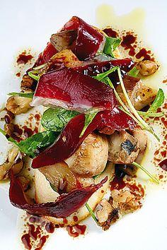 Pequeña delicia de hongos con jamón de pato