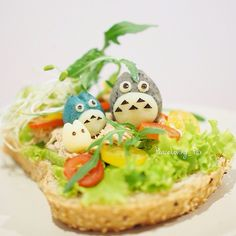 Totoro in Jungle Toast Bento. Too cute~!