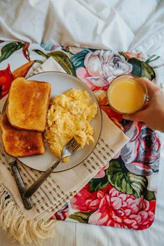 #ad Breakfast in bed as a busy mom is a luxury, but sometimes I get to indulge. When I do, I really try and make it count. Simple is my go to, so scrambled eggs and toast is always the perfect comfort. My secret ingredient is @FloridaOrangeJuice -- and not just a glass on the side, I'm talking IN the scrambled eggs also! Hear me out, okay? The little dash of Florida Orange Juice adds a touch of sweetness and brightness to otherwise straightforward eggs.