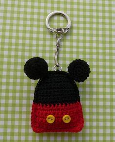 Whiskers & Wool: Some Mickey Mouse Fun (And Minnie Mouse too! Crochet Mickey Mouse, Crochet Disney, Minnie Mouse, Love Crochet, Diy Crochet, Crochet Toys, Crochet Keychain Pattern, Crochet Gratis, Crochet Accessories