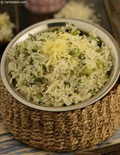 Cheese, onion and green peas' pulao, quickly prepared, quickly eaten – a nutritious, delicious pulao that combines kiddie favourite cheese with the right balance of mild spices. Veg Recipes, Indian Food Recipes, Vegetarian Recipes, Cooking Recipes, Healthy Recipes, Recipies, Indian Foods, Vegetarian Cooking, Green Peas Pulao Recipe