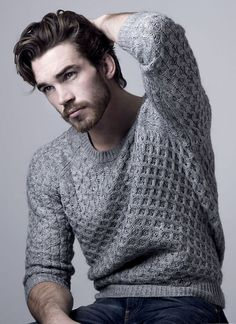 Men's casual style, grey sweater / Nigel