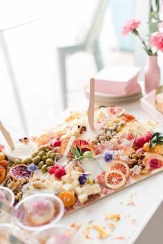 East Coast Summer Bridal Shower Snacks, Toast Toppers, Mermaid Drink, Charcuterie And Cheese Board, Impreza, Cravings, Sweet Treats, Food And Drink, Inspiration