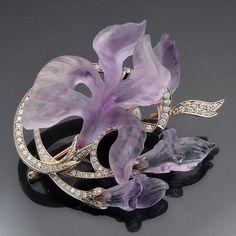 Carved Amethyst Iris With Diamond Leaves.  Pendant / brooch.  Contemporary jewelry by Catherine Kostrigina. www.sieradenschilderijenatelierjose.com